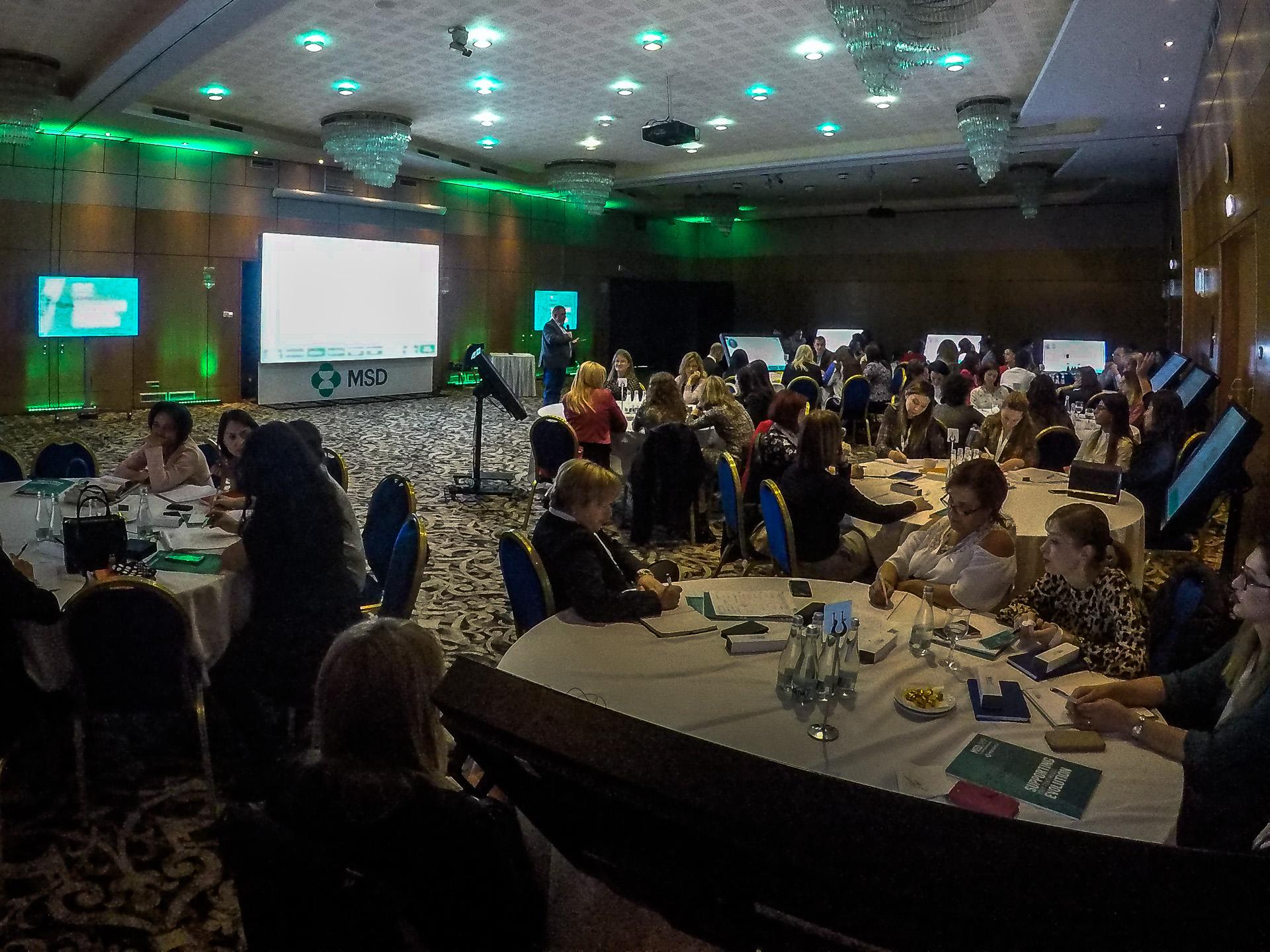 ekrany, quizy, wirtualna postać – konferencja dla farmacji